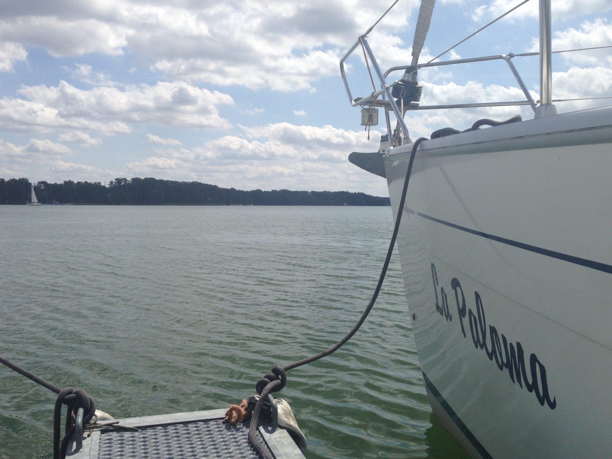 Segelyacht im Hafen von Bad Saarow