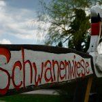 Schild Schwanenwiese in Bad Saarow