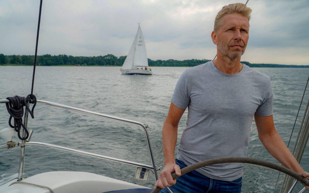 Skippertraining auf 10 Meter Segelyacht auf dem Scharmützelsee bei Berlin
